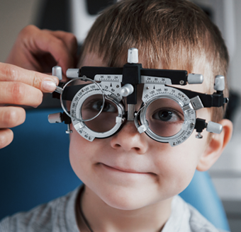 Child with lense measurement  device